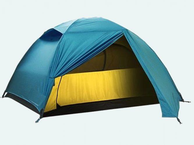 Вода затекает под палатку, продувает, тент и комната почти соприкасаются
