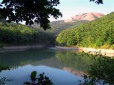 Горное озеро Ворон в Крыму