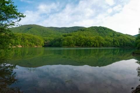 Полноводное озеро Ворон