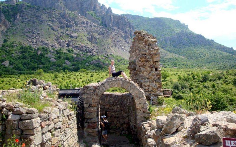 Крепость Фуна у подножья Демерджи