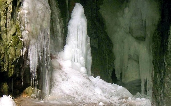 Лед на дне пещеры Большой Бузлук