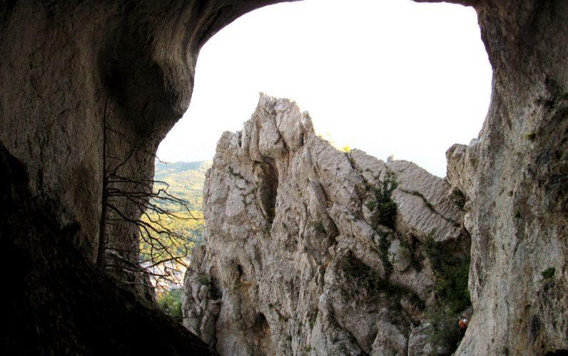 Вид на море с пещеры Медовая