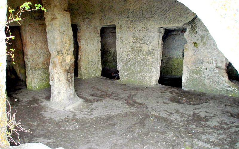 Мангуп скальные комнаты