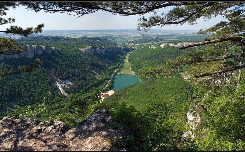 Вид с Мангупа на долину