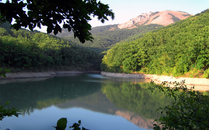Горное озеро Ворон