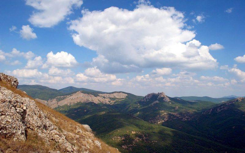 Вид с Орта-Сырт на долину Ай-Серез