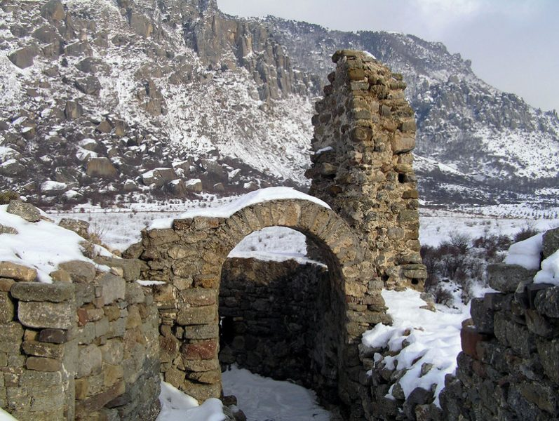 Крепость Фуна и глыбовый хаос