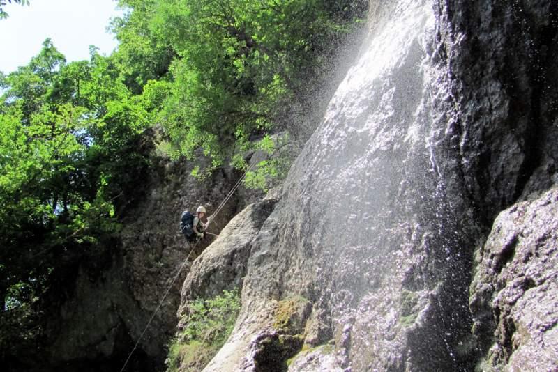 Каньонинг по Алаке. Дюльфер вдоль водопада.