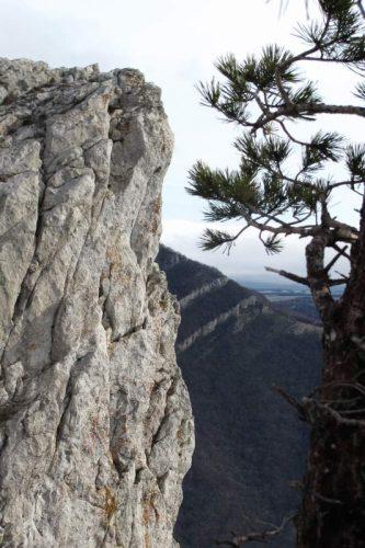 обрыв скалы