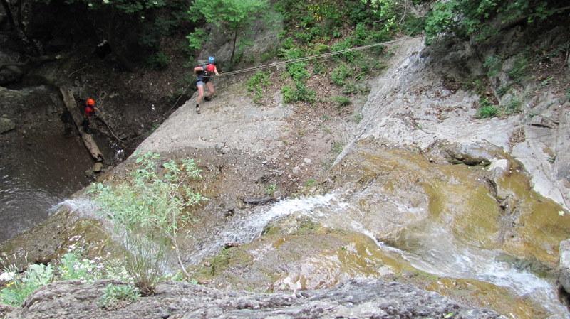 Спуск вдоль водопадов