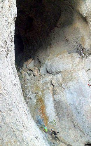 Дырка в скале